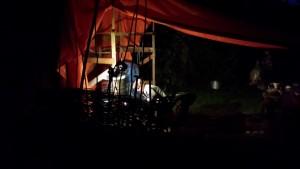 's nachts raku stoken; cursus raku-stoken in Frankrijk 's nachts; prachtig om te zien raku-stoken 's nachts; Cursus keramiek in Frankrijk 2019
