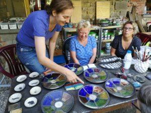 keramiek glazuren in Frankrijk; cursus raku glazuren in Frankrijk; cursus keramiek en glazuren in frankrijk; Leuk voor mensen die al op een cursus draaien of een cursus pottenbakken zitten.